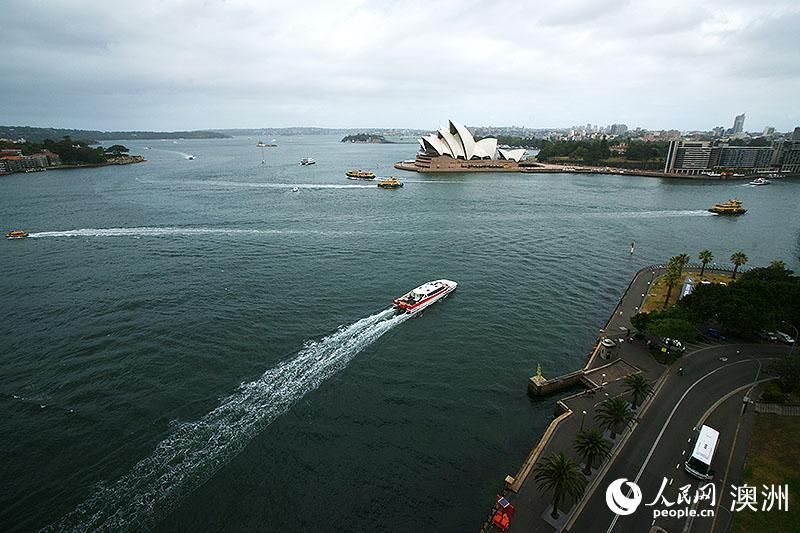 登顶悉尼海港大桥俯瞰悉尼歌剧院