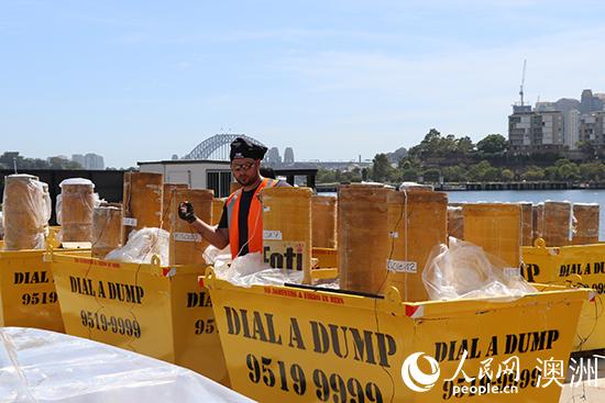悉尼跨年庆典烟花装船仪式举行 8.5吨烟花装船
