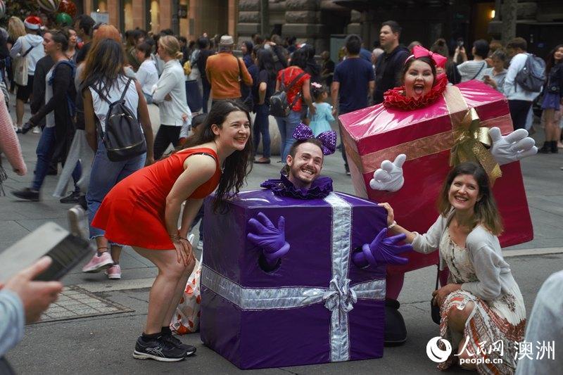 火热街头派对拉开悉尼圣诞庆典帷幕