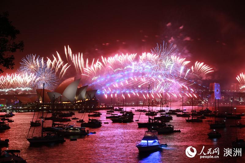 组图:悉尼跨年庆典举行艳丽花火中迎接2020
